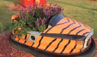 Nostalgic Bumper Car Yard Art: A Winning Combination!