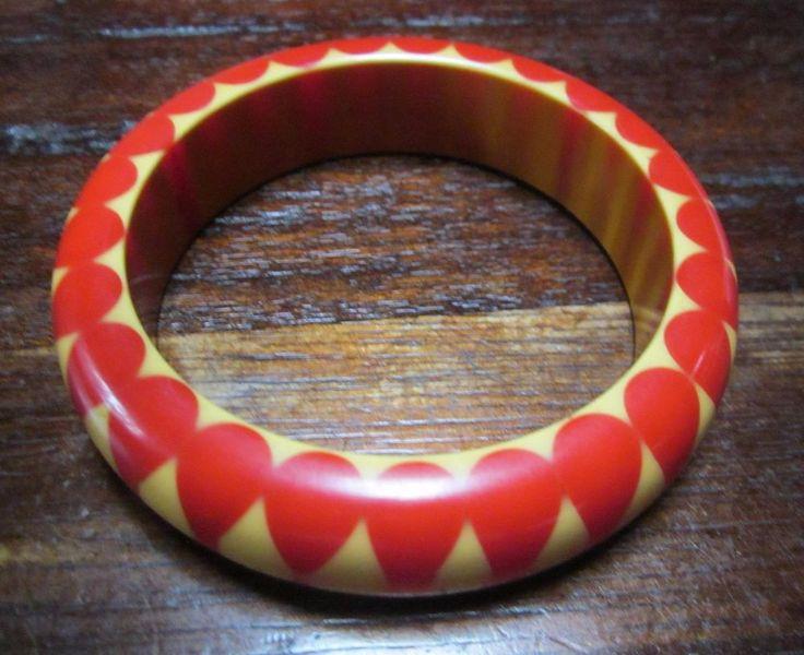 Vintage bakelite polka dot/gumdrop pattern bangle bracelet