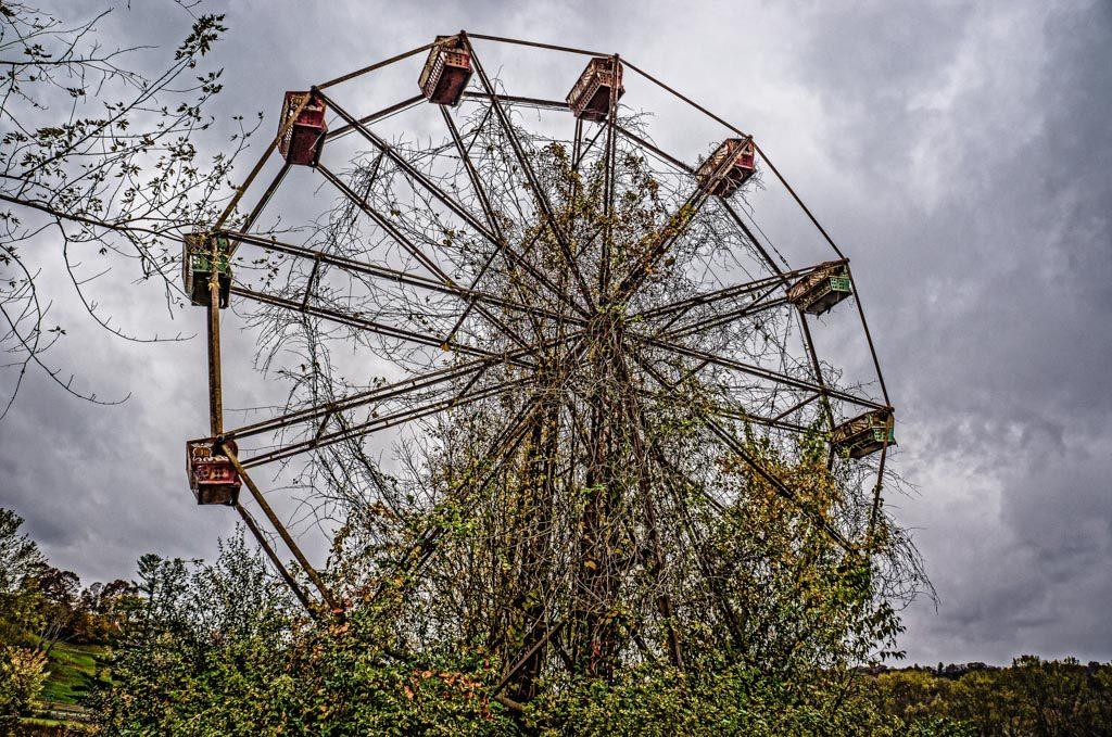 Lake Shawnee's abandoned Ferris Wheel