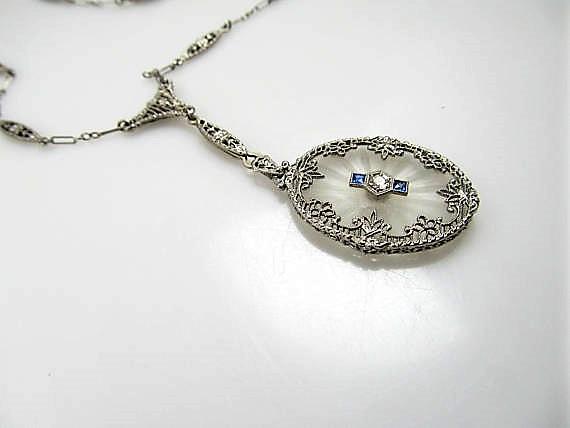 Deco 14K white gold Camphor glass pendant